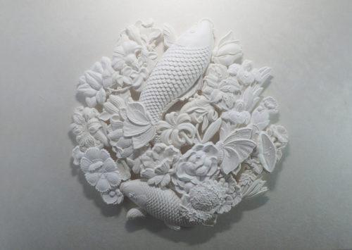 円の景色花に鯉